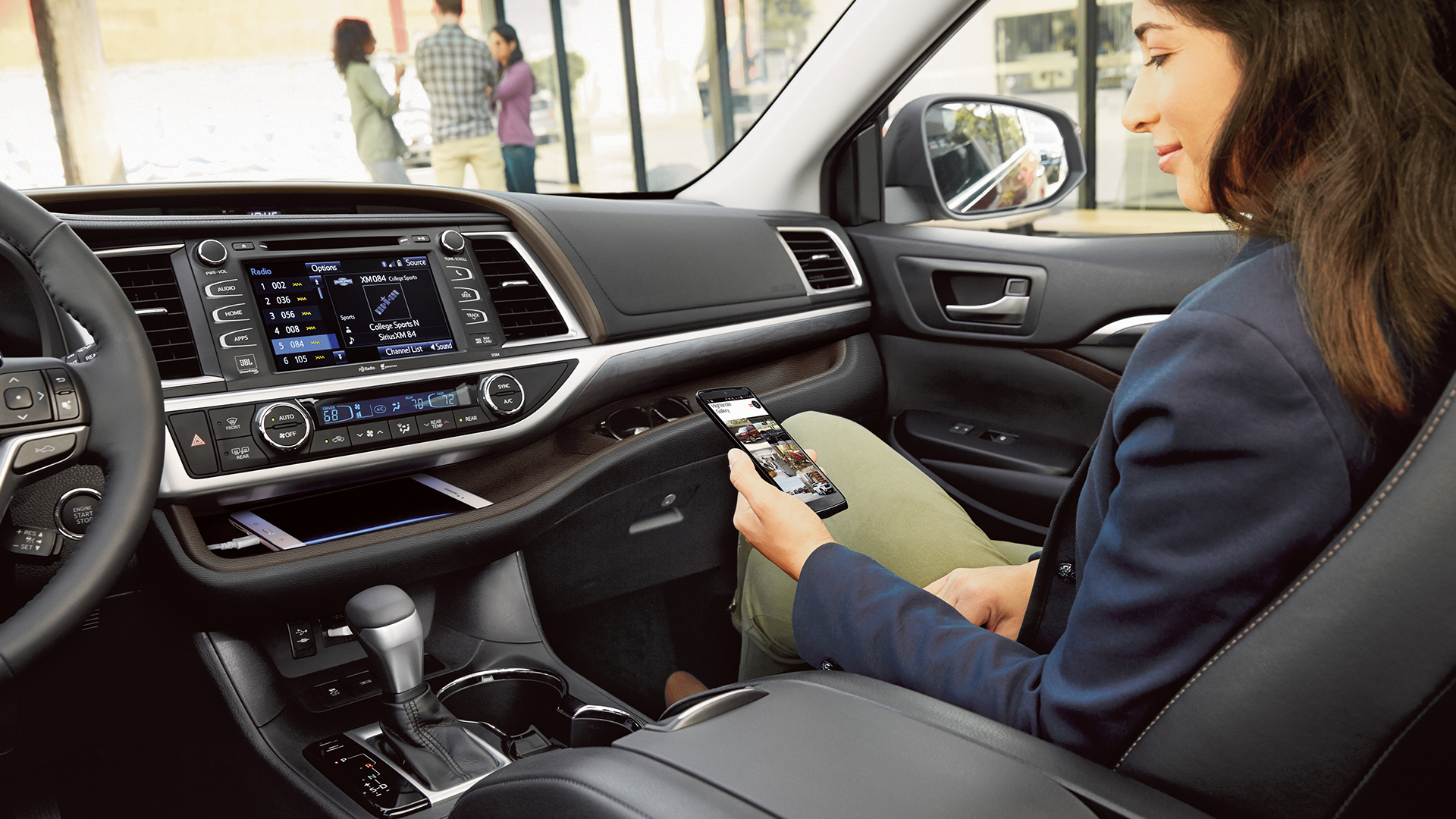 Enjoy the Array of Advanced Technology Inside the 2017 Highlander